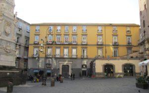 palazzo_petrucci_%28napoli%29