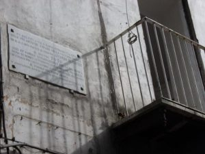 NAPOLI- 13 nov 2014 - La casa del rione Sanità dove è nato Totò: oggi alcuni cittadini sono scesi in piazza per chiedere interventi urgenti di ristrutturazione
