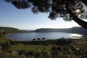 Pozzuoli (Na) - Lago d'Averno