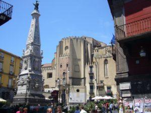napoli_-_piazza_san_domenico_maggiore_e_guglia_1030736