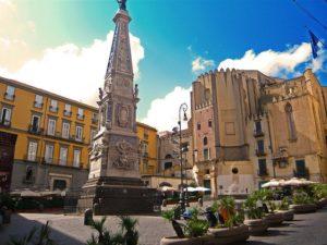 Napoli_piazza.san_.domenico.maggiore1